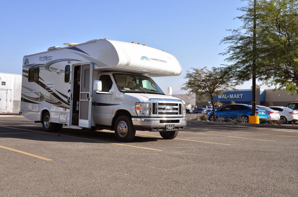Camping sur le parking... Merci Wal-mart !